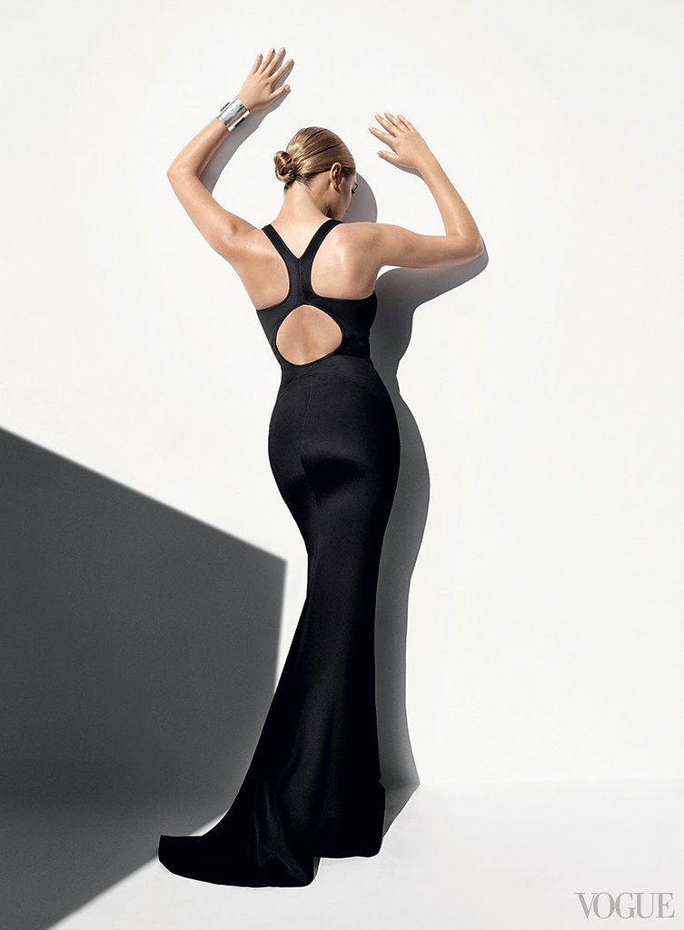 Kate-Upton-by-Mario-Testino-for-Vogue-US-April-2014-3.jpg
